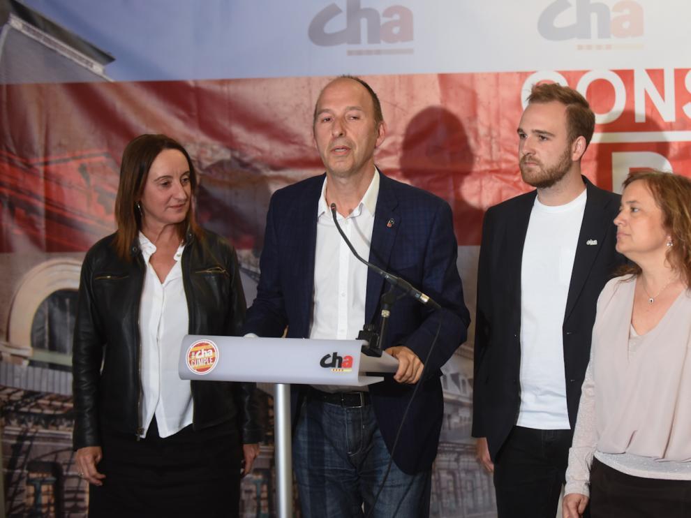 Carmelo Asensio, candidato de CHA a la alcaldía de Zaragoza, en la sede del partido ayer tras conocer los resultados