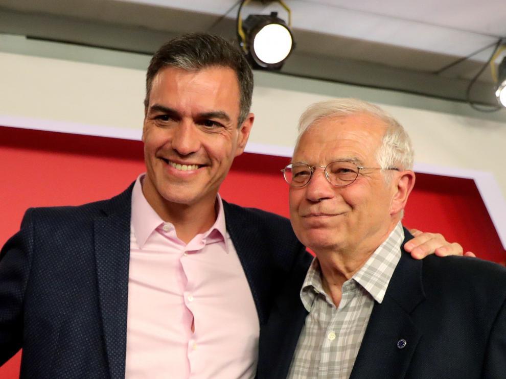 Pedro Sánchez, con el cabeza de lista del PSOE a las europeas, Josep Borrell.