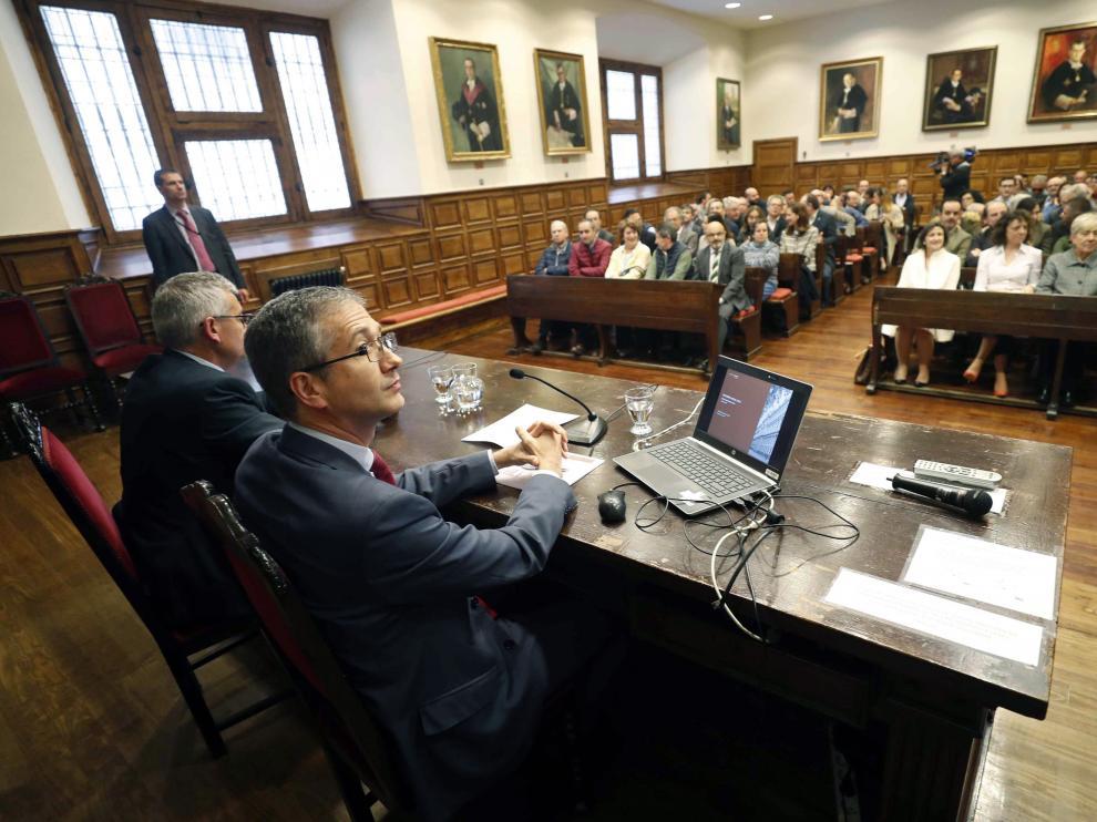 El gobernador del Banco de España durante una conferencia en Oviedo