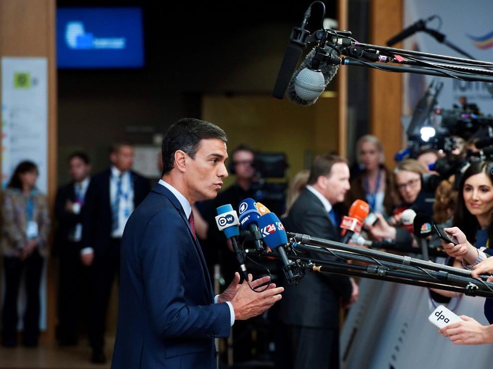 Pedro Sánchez atendiendo a los medios en Bruselas