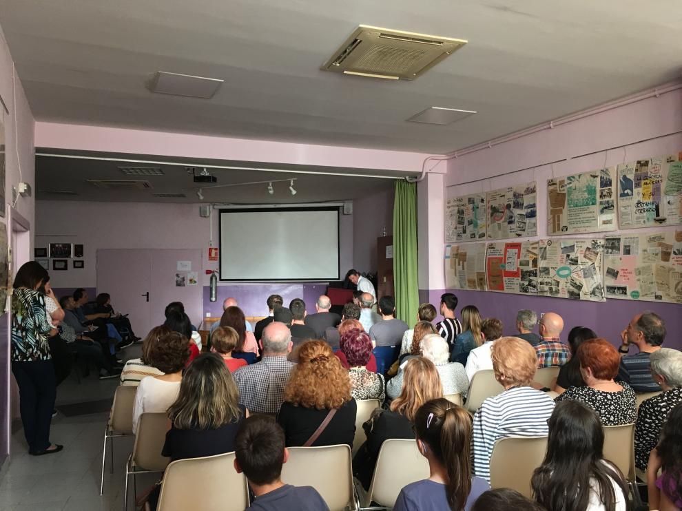 Cerca de un centenar de personas acudieron el jueves al local de la Asociación de Vecinos Picarral-Salvador Allende