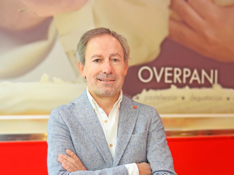 Carlos Arpón, gerente de Overpani, en uno de los locales de la firma aragonesa.