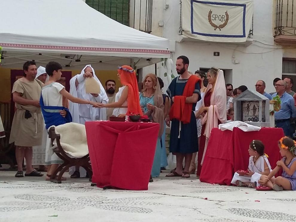 Representación de una boda romana en una anterior edición de las Nonas de Junio. en Velilla de Ebro.
