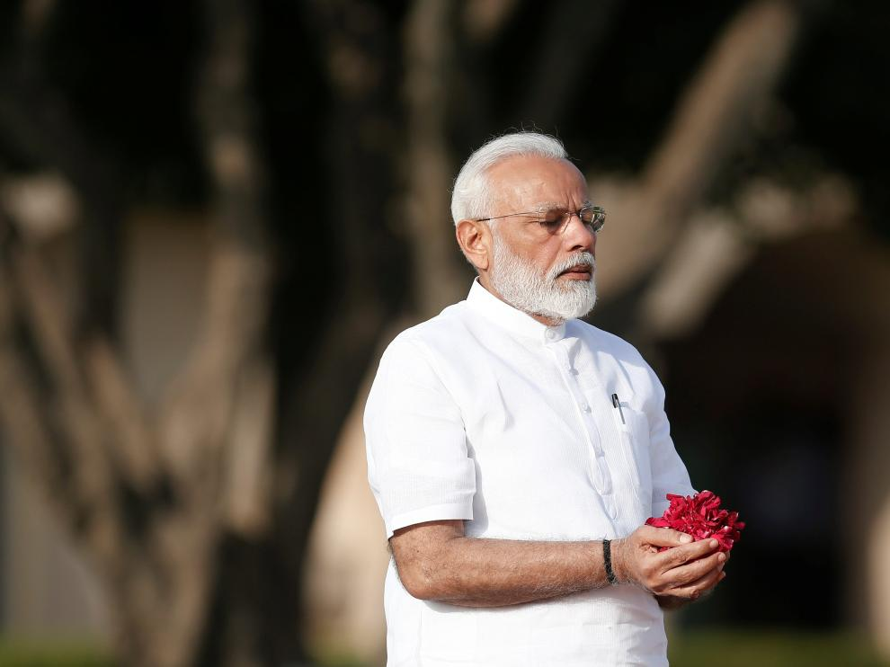 India's Prime Minister Narendra Modi pays his respects at the Mahatma Gandhi memorial at Raj Ghat ahead of his swearing-in ceremony, in New Delhi, India May 30, 2019. REUTERS/Adnan Abidi [[[REUTERS VOCENTO]]] INDIA-POLITICS/MODI