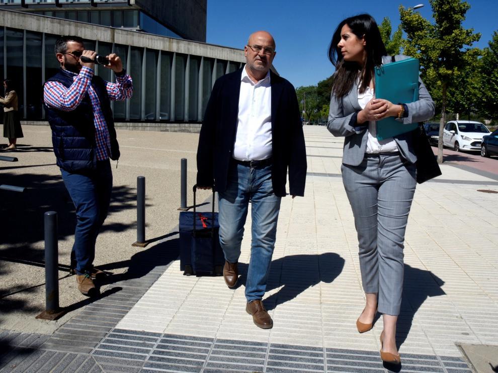 El jefe de los servicios médicos de la Sociedad Deportiva Huesca, Juan Carlos Galindo, después de que el juez lo haya dejado en libertad.