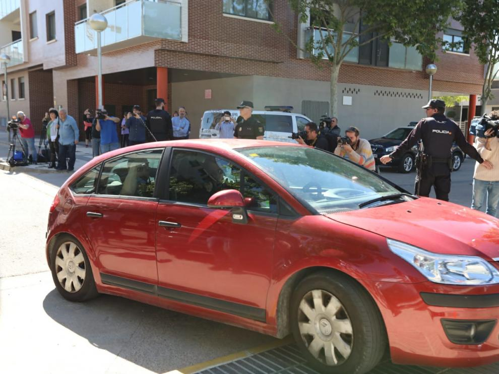 Llegada de los futbolistas del Huesca a los juzgados.