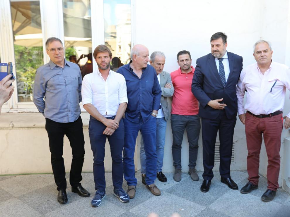 Los miembros del consejo de administración de la SD Huesca, durante la reunión que han mantenido este viernes.