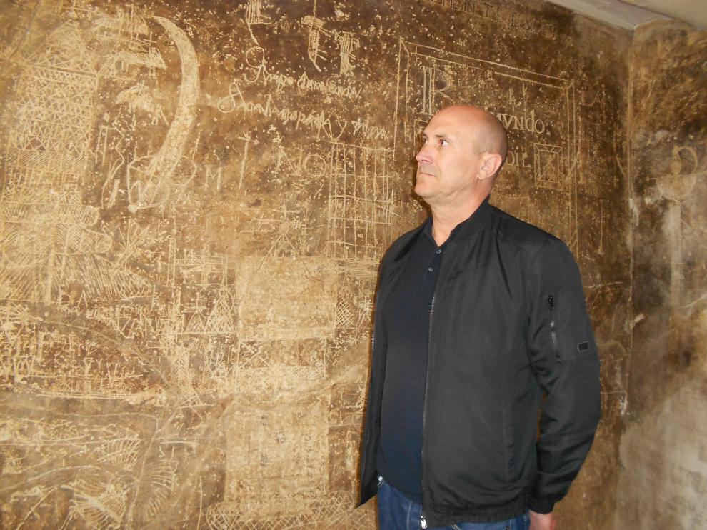 El gerente de FTM, Julio Zaldívar, en una de las salas que contiene los antiguos grafitis.