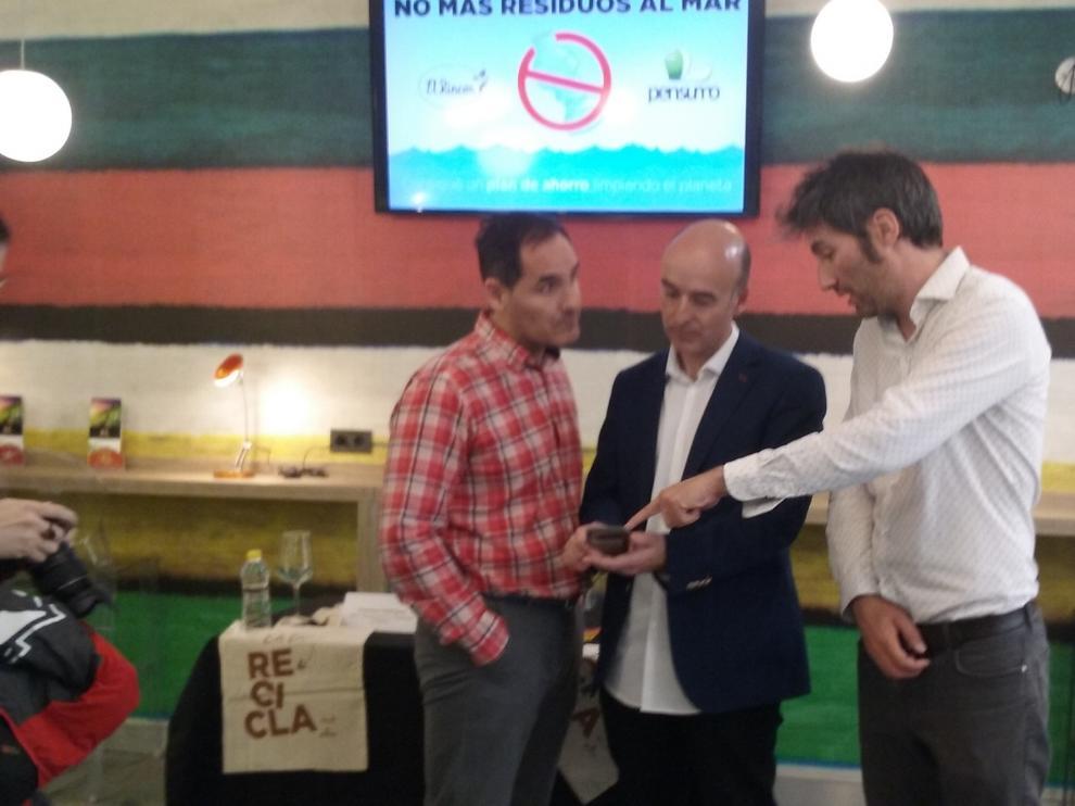 Francisco Rodríguez, director de Marketing y Comunicación de El Rincón con José Luis Orós  y Nacho Forastieri de Pensumo.