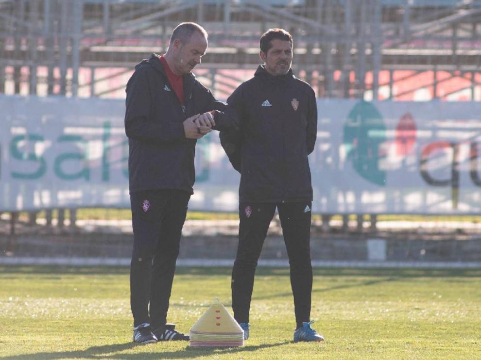 José Luis R. Loreto, junto a Víctor Fernández al inicio del entrenamiento.
