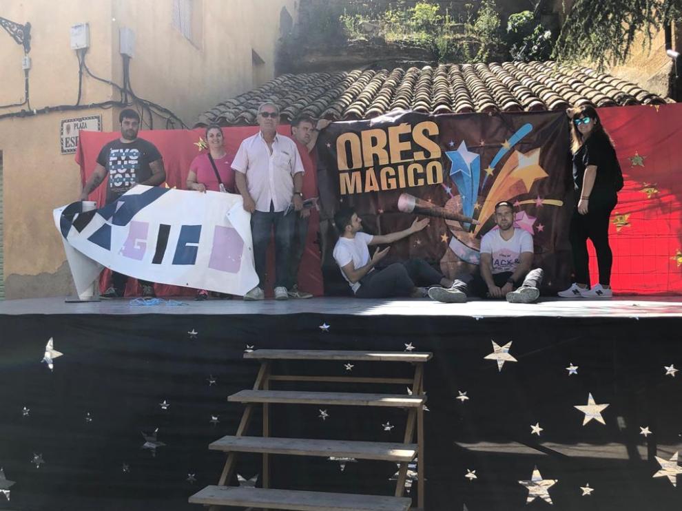 Vecinos de Orés colaboran de forma voluntaria en la organización del festival.