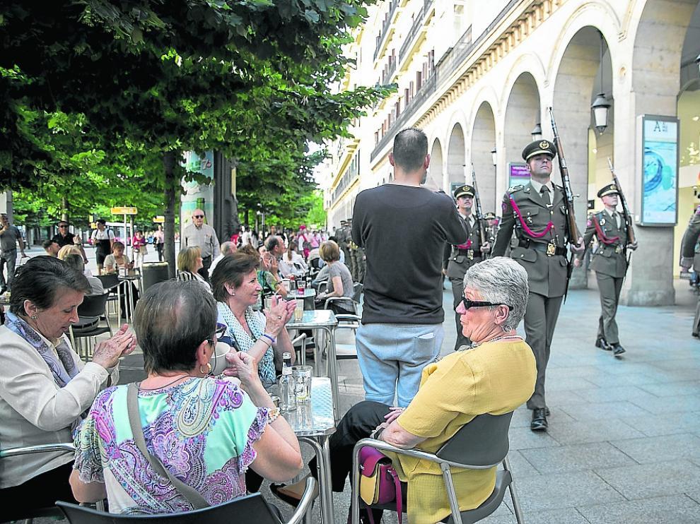 La música militar se escuchó este viernes en la capital aragonesa con motivo del Día de las Fuerzas Armadas.