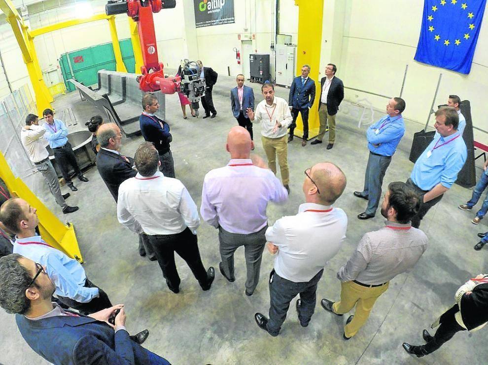 Profesionales de Aitiip explican el proyecto Kraken en las instalaciones del centro en Empresarium.