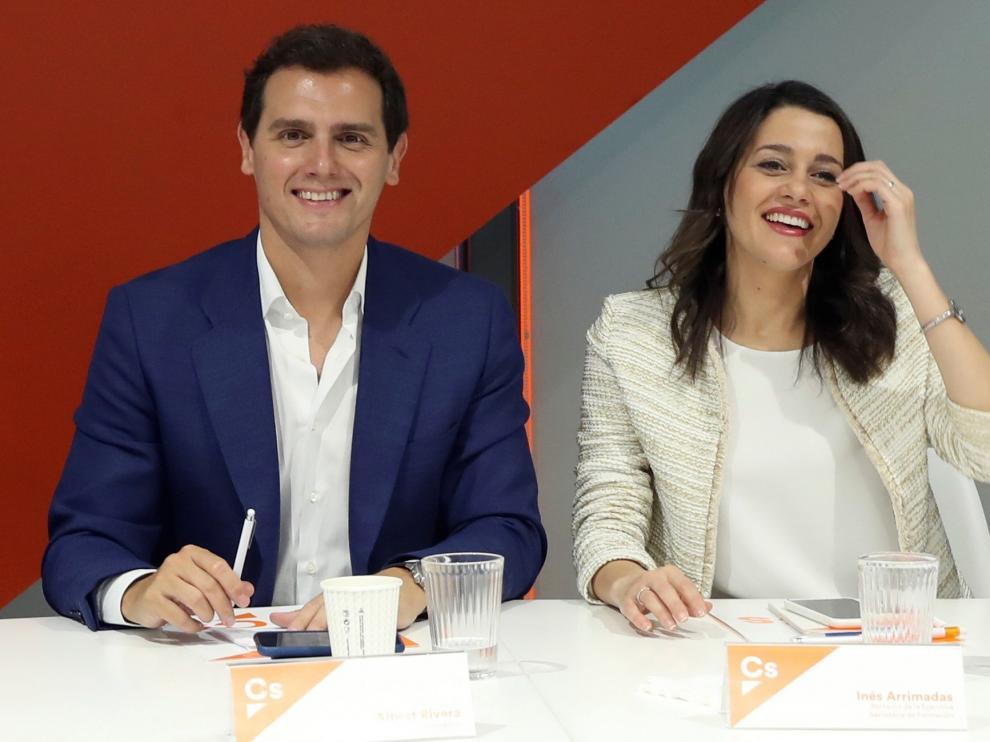 El presidente de Ciudadanos, Albert Rivera (i), y la portavoz de la ejecutiva y secretaria de Formación, Inés Arrimadas, durante la reunión del Comité Ejecutivo de la formación naranja celebrada este lunes en la sede de la calle Alcalá, en Madrid.