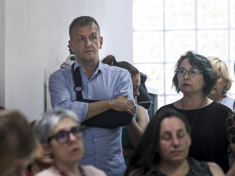 Fernando  Rivarés y Amparo Bella, este lunes en la comparecencia en la que Violeta Barba ha anunciado que renuncia a su acta de concejal.