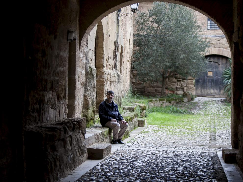 Julio Bernués, voluntario y matemático, en el monasterio de Casbas.