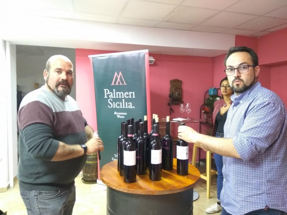 Jesús David Cuartero y Santiago Abel Angulo, en  la cata vertical que tuvo lugar en La Alacena de Aragón.