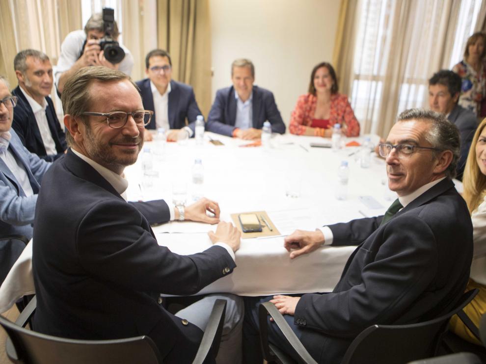 Maroto y Beamonte, en primer término, con Espejo, Pérez Calvo y Fernández, al fondo, ayer.