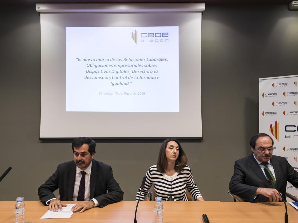 Ricardo Mur, presidente de CEOE Aragón, junto con la directora general de Trabajo del Gobierno de Aragón, Soledad de la Puente, en una jornada celebrada el pasado mes sobre el registro horario en las empresas