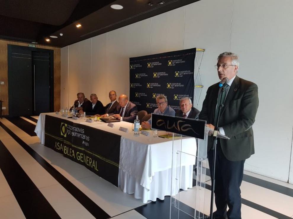 El consejero Joaquín Olona ha asistido a la asamblea anual de las Cooperativas Agroalimentarias de Aragón