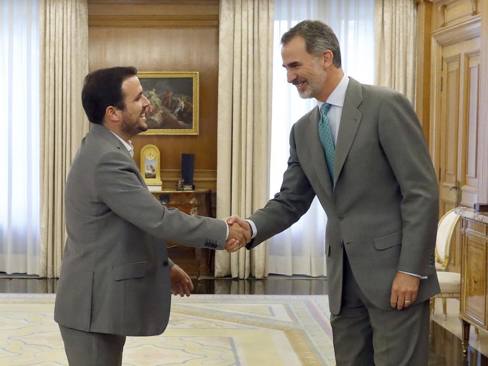 El coordinador federal de IU, Alberto Garzón y Felipe VI.
