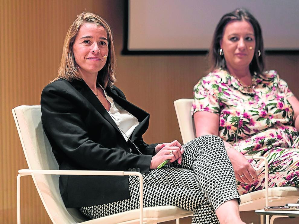 Nuria Ciprés y Marái Ángeles García, este miércoles en el Patio de la Infanta de Ibercaja.