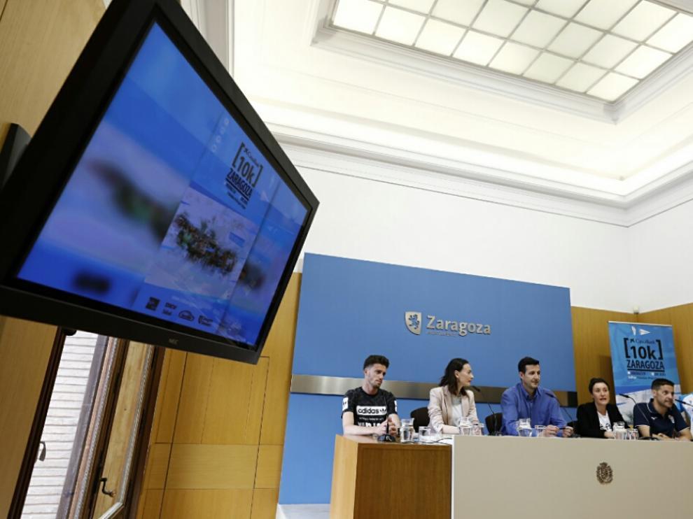 Presentación de la XIV 'CaixaBank 10K Zaragoza' en el Ayuntamiento de la capital aragonesa.