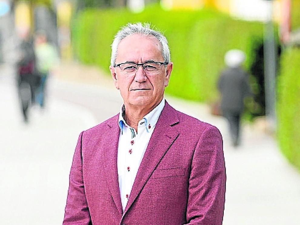 El candidato del PSOE recuerda a todos los grupos del Ayuntamiento que han criticado la gestión popular que ahora tienen ocasión de ponerle fin votándole como alcalde