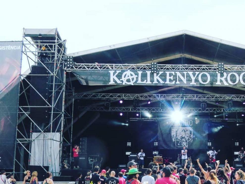 Imagen de un concierto del grupo de rock turolense Azero.