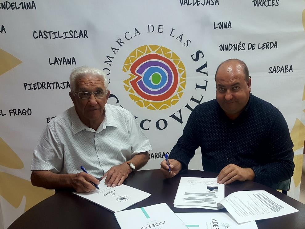 Santos Navarro y José Antonio Martínez, durante la firma del convenio.