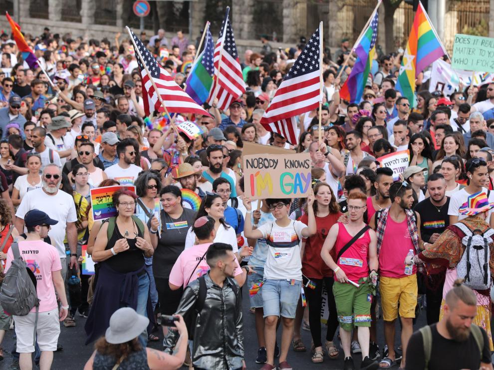 Miembros y simpatizantes de la comunidad LGTB acuden a la celebración del desfile del Orgullo Gay, en Jerusalén.