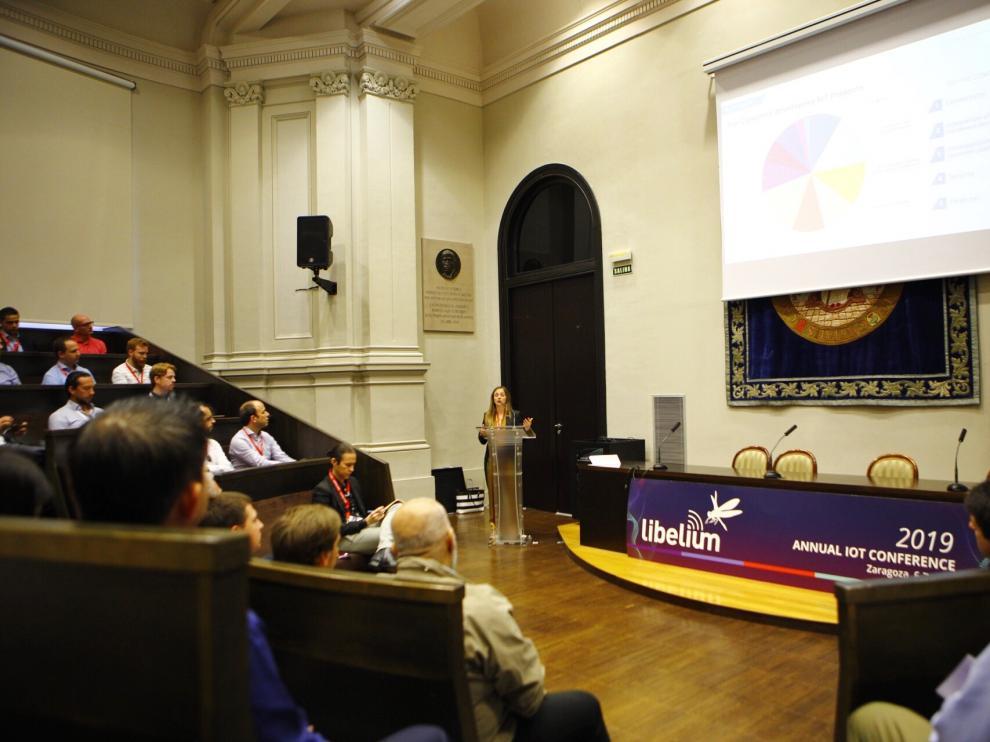 La ponencia de Alicia Asín ha inaugurado la sesión de este jueves.