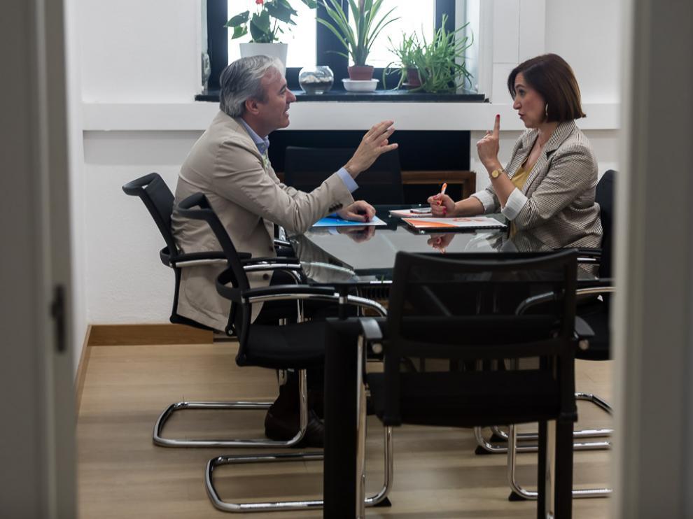 Jorge Azcón y Sara Fernández, durante la reunión mantenida este jueves en Zaragoza