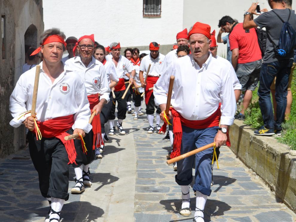 El baile tiene lugar cada 30 de julio, por las fiestas patronales de Camporrells.