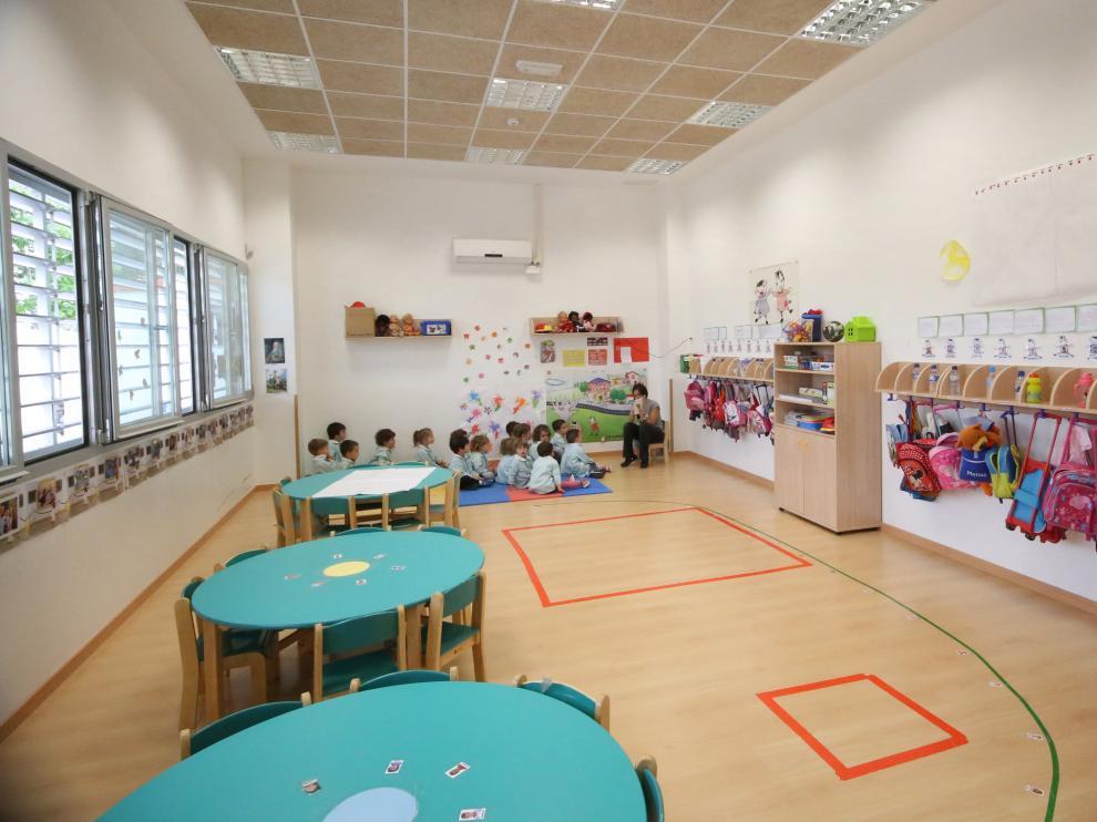 Varios niños asisten a una de las clases de la escuela infantil Las Hablillas de Cuarte.