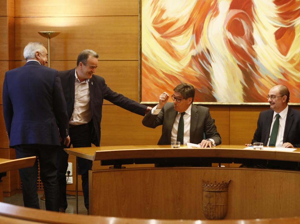 PSOE y PAR cierran un pacto para conformar el Gobierno de Aragón