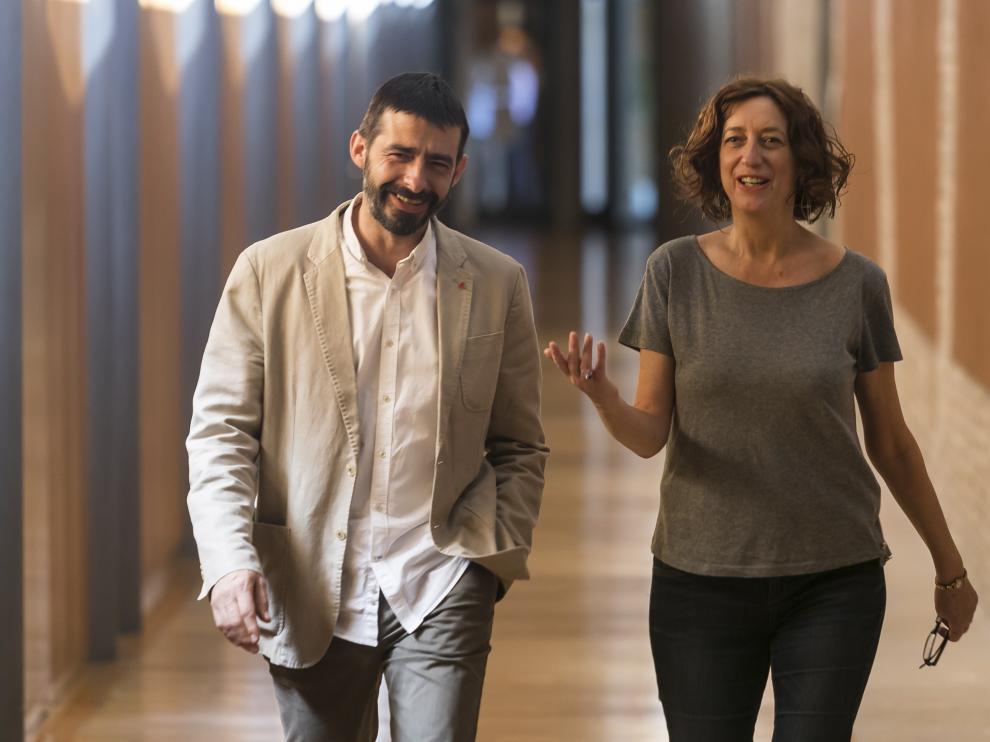 Álvaro Sanz y Patricia Luquin, en las Cortes de Aragón.