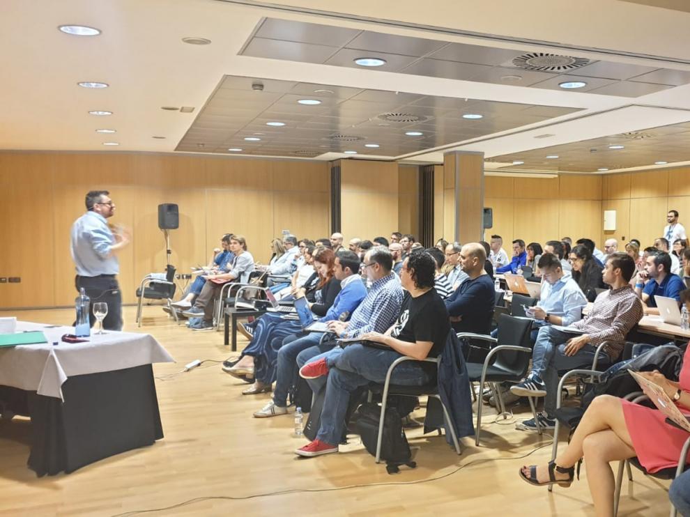 Asistentes a uno de los talleres previos a la inauguración del Congreso que tendrá lugar esta tarde en el edificio del World Trade Center de Zaragoza