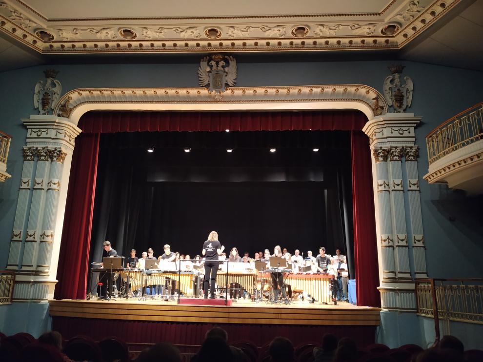 Actuación de los alumnos de percusión en el teatro Bellas Artes.