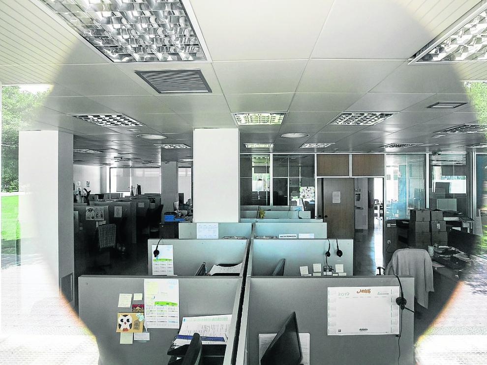 El 'call center' desde el que operaba Linceci en Zaragoza, parado desde el día de los arrestos.