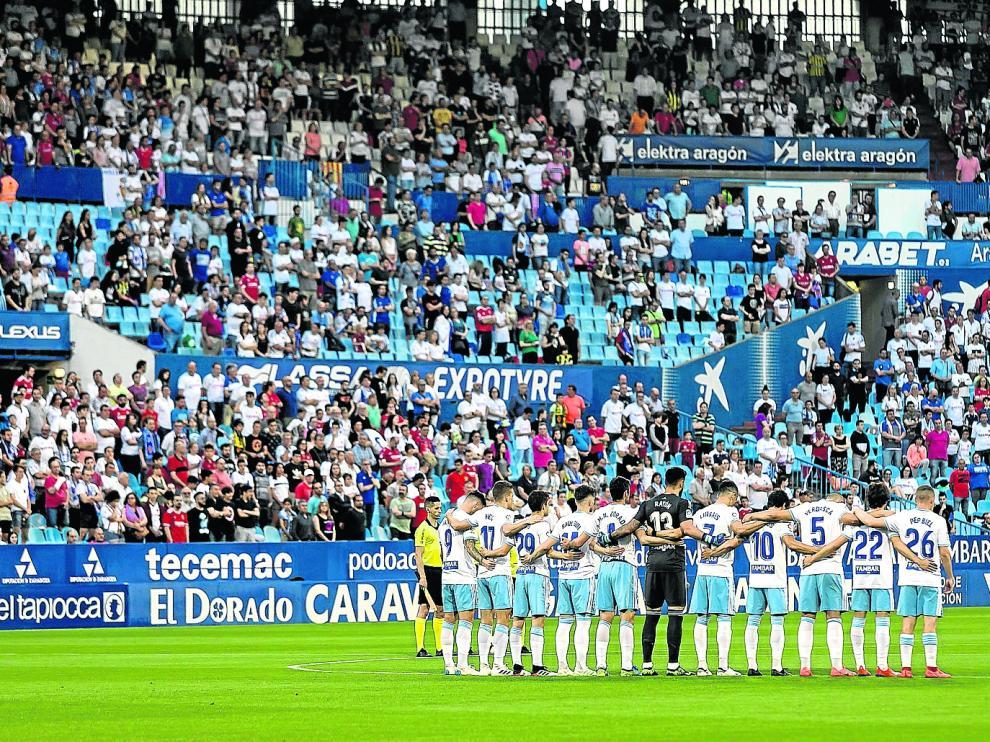 El Real Zaragoza, en el minuto de silencio por José Antonio Reyes de la pasada jornada en La Romareda