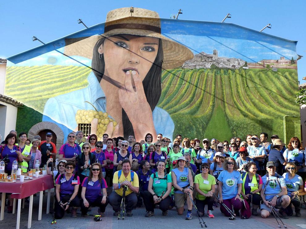 Foto de grupo de las II Jornadas de Marcha Nórdica de Aragón en la salida desde Salas Bajas.