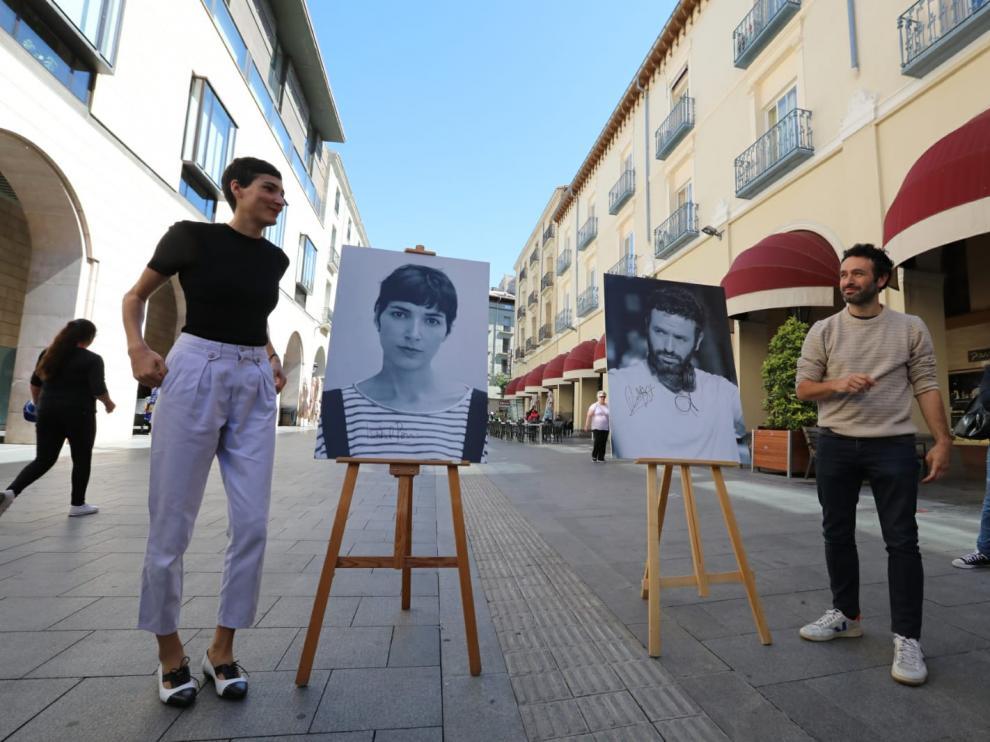 Rodrigo Sorogoyen e Isabel Peña, en los Porches de Galicia de Huesca, donde esta noche recibirán el premio Carlos Saura.