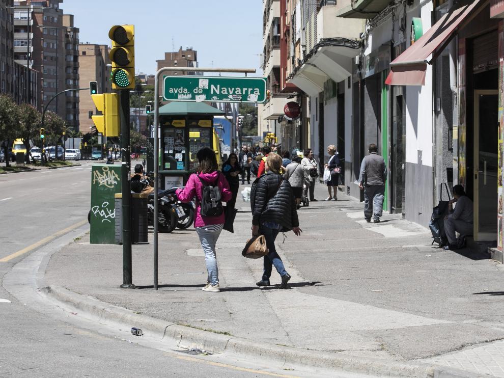 Los vecinos reclaman la reforma de las aceras de la avenida de Navarra