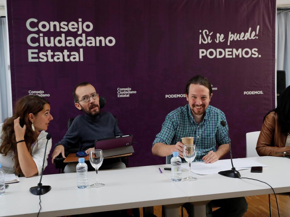 El líder de Podemos Pablo Iglesias, y Pablo Echenique, secretario de organización de Podemos, en el Consejo Ciudadano Estatal de Podemos, máximo órgano de dirección entre asambleas, que se reúne para analizar el desplome electoral