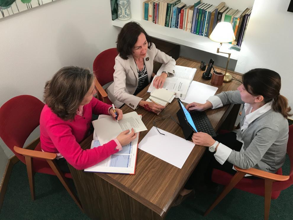 Las psiquiatras aragonesas Isabel Irigoyen, Eugenia González y Maite Lanzán.