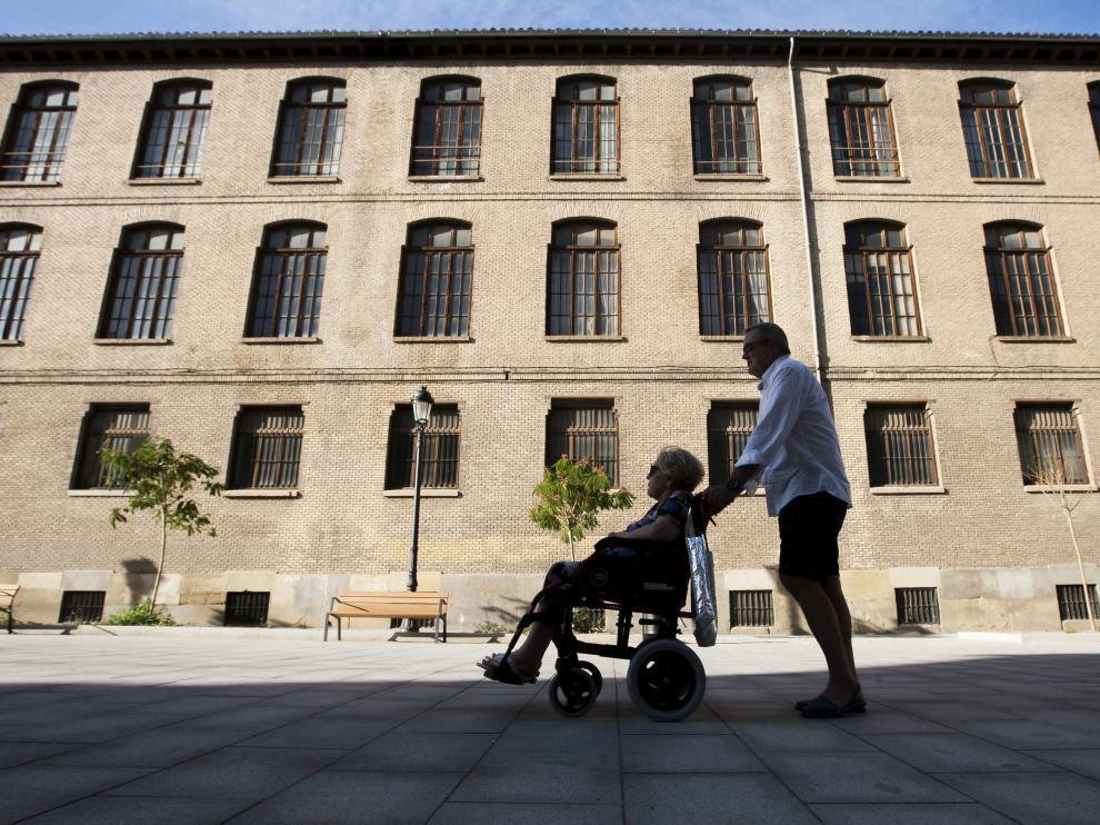 Unos 30.200 aragoneses reciben una prestación por dependencia, según la estadística del Imserso de finales de abril.