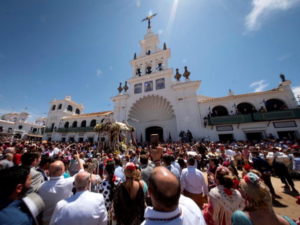 El Rocío afronta su última jornada, que finaliza con la salida de la Virgen