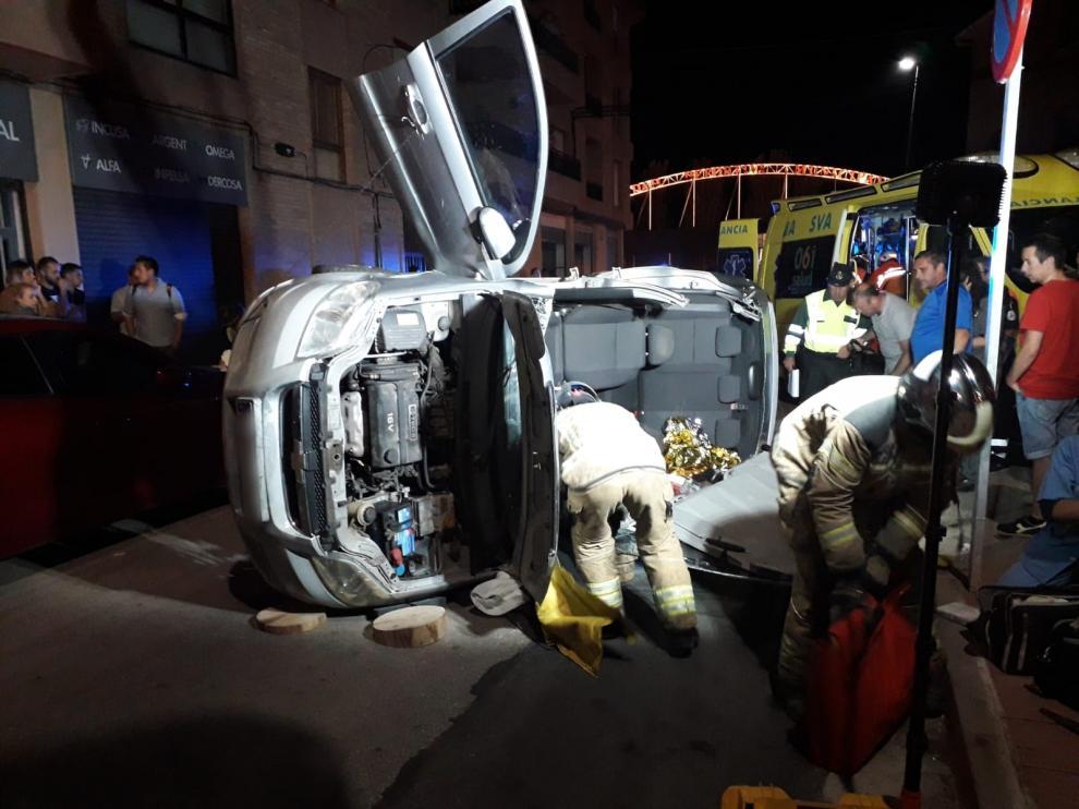 Herida una conductora en Illueca que quedó atrapada tras volcar su vehículo