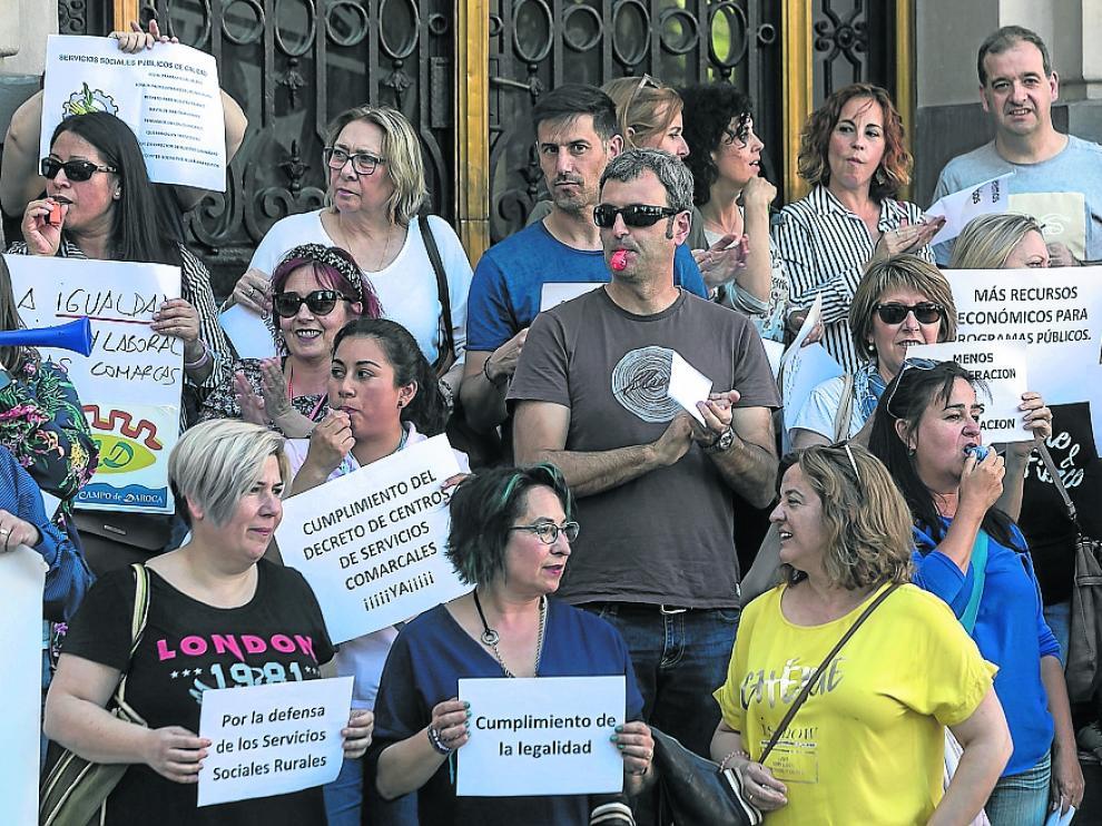Protesta de los servicios sociales del medio rural en Zaragoza el pasado 22 de mayo.